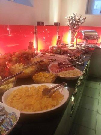 Eurostars Thalia Hotel: Sala colazione, Reparto frutta e salato