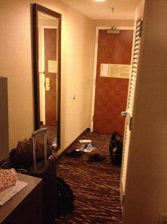 San Francisco Marriott Marquis: The entranceway to the room