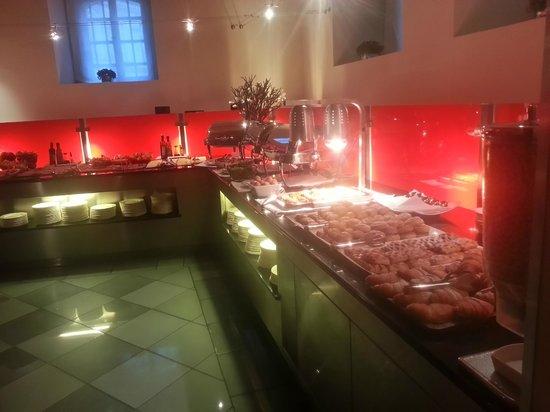 Eurostars Thalia Hotel: Sala colazione, reparto dolci