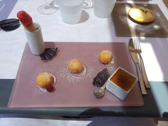 Trilogie De Dessert Autour De La Framboise Fotograf A De Restaurant Dan B La Table De