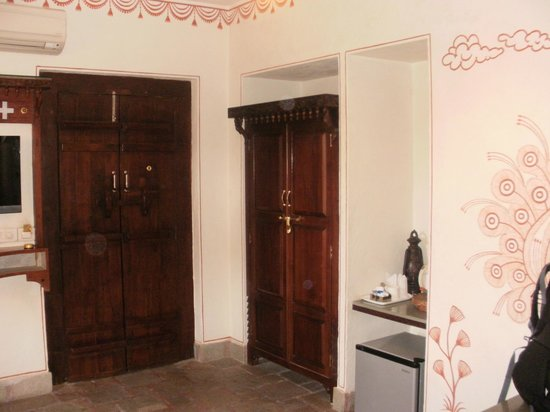 Pearl Palace Heritage - The Boutique Guesthouse: Closet.
