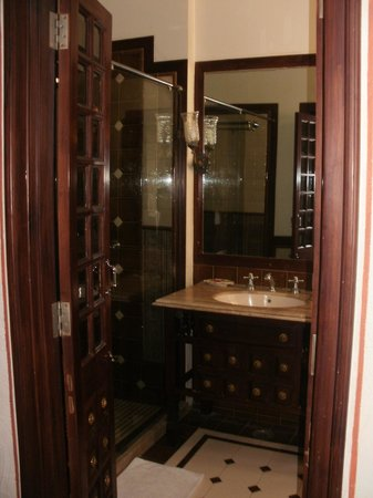 Pearl Palace Heritage - The Boutique Guesthouse: Sparkling bathroom!