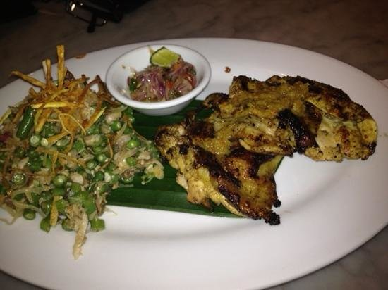 Kafe Batan Waru: fFntastic grilled chicken. only white meat.