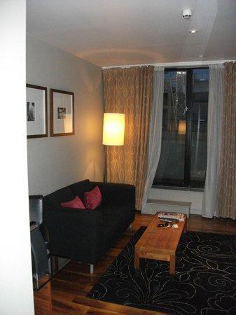 Apex City of London Hotel : Junior Suite Lounge