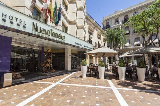 Hotel Nuevo Torreluz: Entrada al hotel