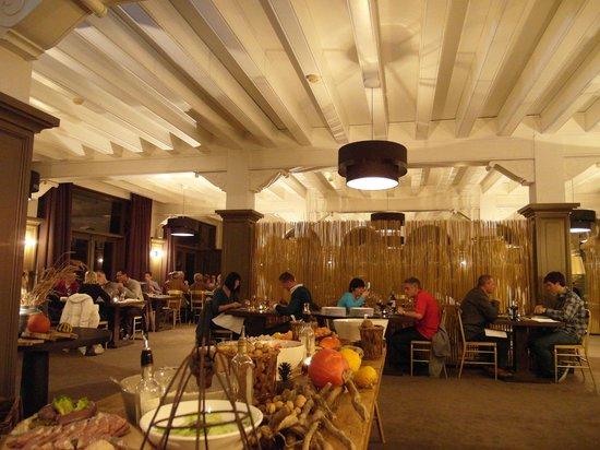salle de restaurant photo de chateau de la poste assesse tripadvisor. Black Bedroom Furniture Sets. Home Design Ideas
