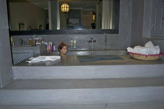Riad Utopia Suites & Spa: who wouldn't want to bathe in this magnificent bath!!