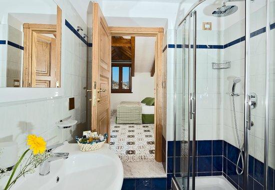 Villa Maria Bed and Breakfast: bagno  camera matrimoniale
