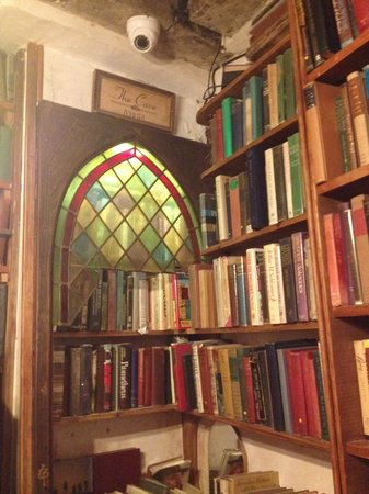 Librairie Shakespeare and Company : Upstairs