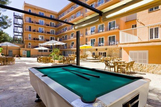 Costa Mediterraneo: Terraza solarium piscina