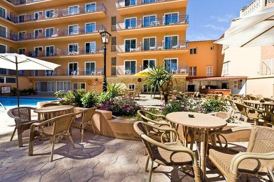 Costa Mediterraneo: Terraza bar piscina