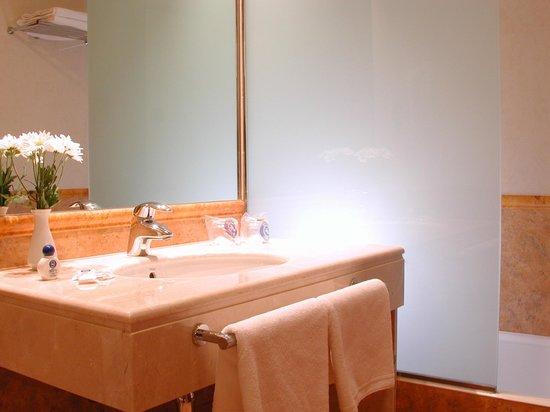 Hotel Nuevo Torreluz: Baño