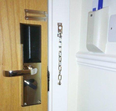 Holiday Inn Express Birmingham NEC: Door Handle
