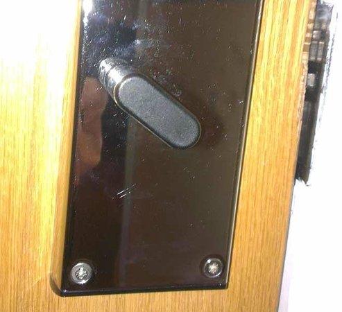 Holiday Inn Express Birmingham NEC: Door Lock