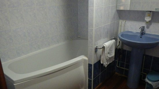 Le Domaine des Cigognes Hotel : salle de bain