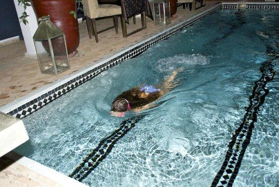 Riad Utopia Suites & Spa : evening dip in the pool
