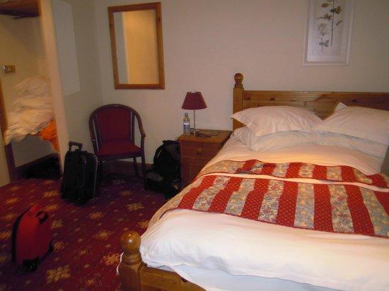 Hunters Lodge Inn: the suite bedroom