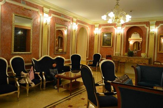 Grand Hotel Britannia Excelsior: waiting room