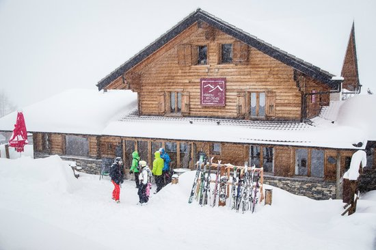 Hameau les Cleves: True ski in and ski out