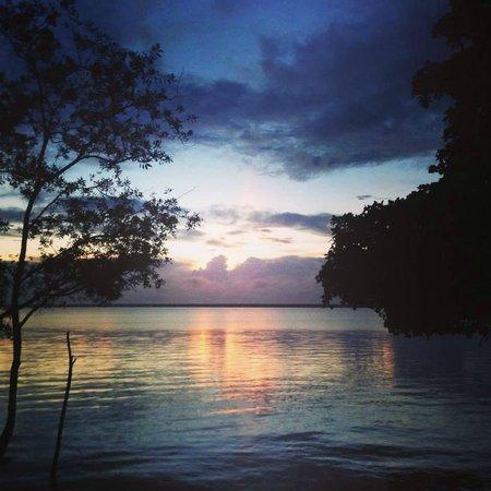 Rancho Encantado : Amanecer en la laguna