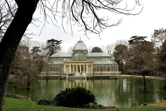 Palacio de Cristal from the far garden