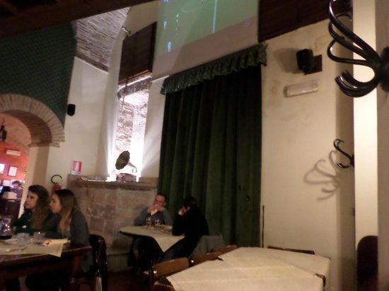Ristorante Pizzeria Boccaccio Life: Locale con maxi schermo