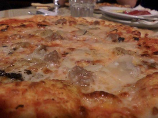 Ristorante Pizzeria Boccaccio Life: Pizza con salsiccia e porcini