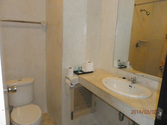 Riviera Resort Pattaya: スタンダード・ダブル(4階)のバスルーム