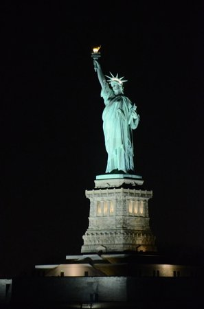 World Yacht : Statue of Liberty, from the boat