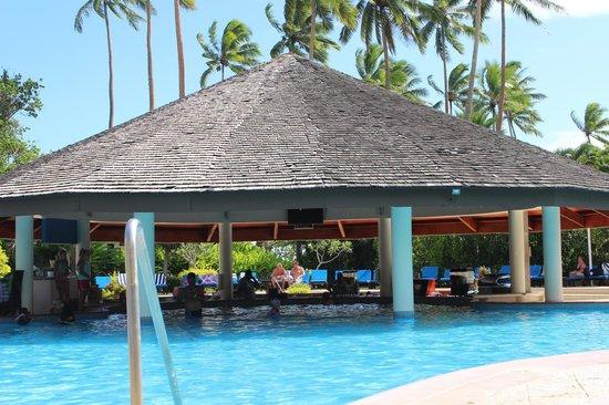 Naviti Resort: Pool bar