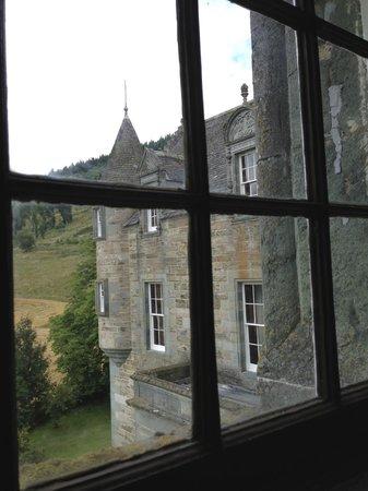 Castle Menzies: Window view
