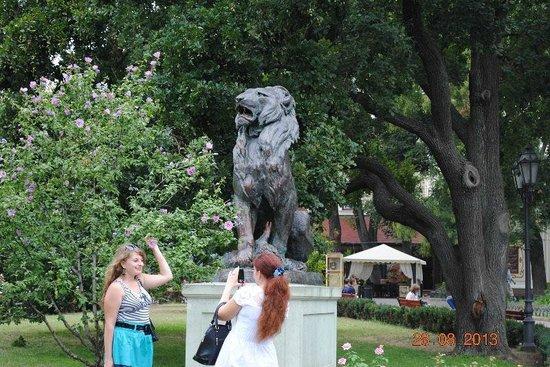 City Garden: Памятник Льву и львице
