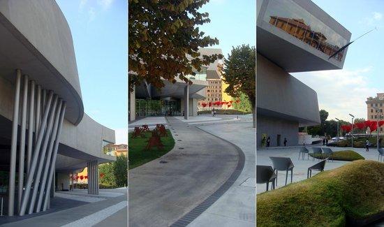 MAXXI - Museo Nazionale Delle Arti del XXI Secolo: Архитектура