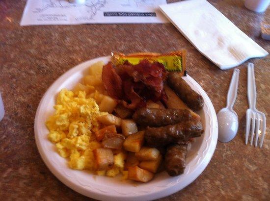 Clarion Suites: Breakfast