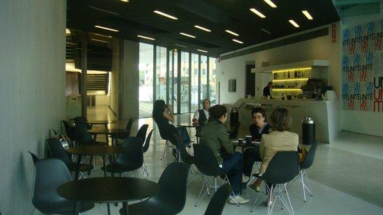 MAXXI - Museo Nazionale Delle Arti del XXI Secolo: Кафе в музее