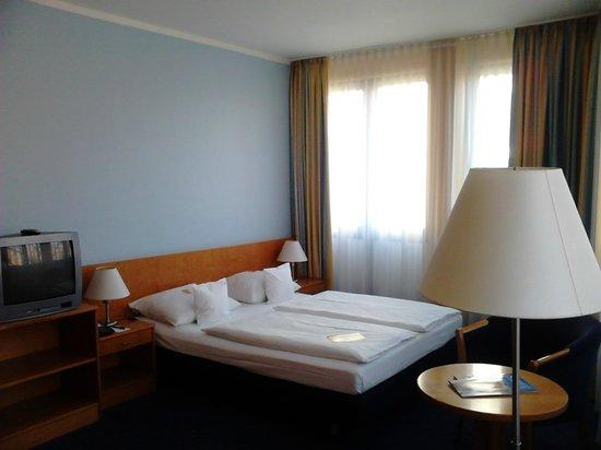 Park Hotel Berlin Neukolln: Двуспальная кровать