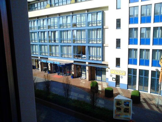 Park Hotel Blub Berlin: Вид из окна 1