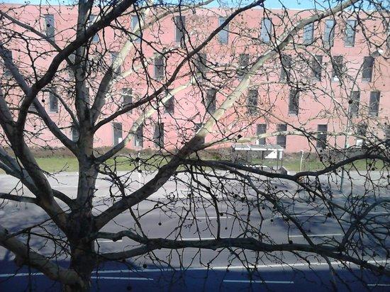 Park Hotel Blub Berlin: Вид из номера 3 (автобусная остановка)