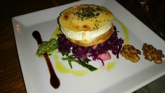 Shabby Chic Düsseldorf starter gratinated goat cheese salad with cabbage apple