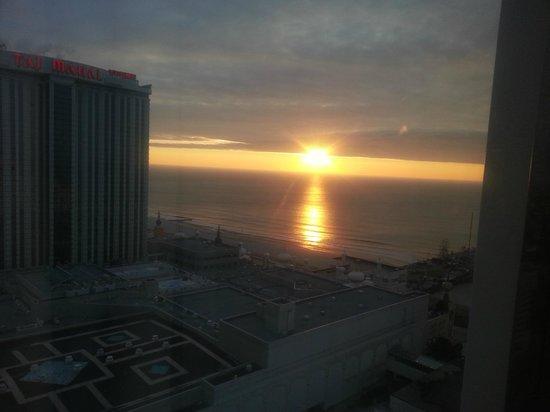 Resorts Casino Hotel: Sunrise