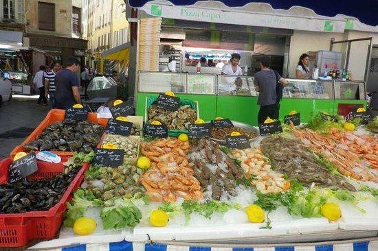 Vieil Aix : Market seafood stall