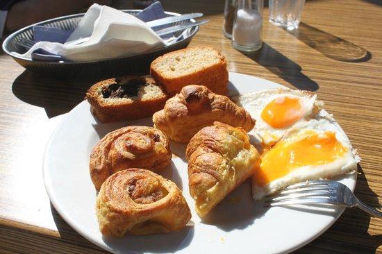 Sunrise Hotel: Завтрак