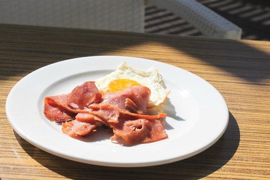 Sunrise Hotel: Завтрак мужа