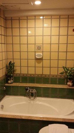 Pacific Club Resort: bath tub