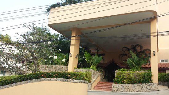 Pacific Club Resort : Front of Hotel