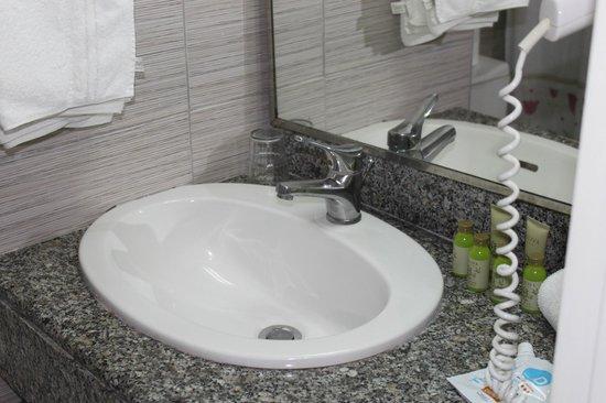 Sunrise Hotel: Ванная комната