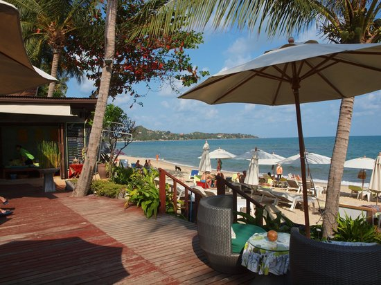 Samui Jasmine Resort : Massage-Bungalow und Strand