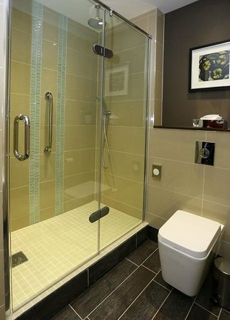 DoubleTree by Hilton Hotel Nottingham - Gateway: Superior Executive Suite  Walk In Shower