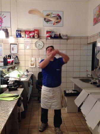 Costa Hellerup pizzeria : Flying pizza