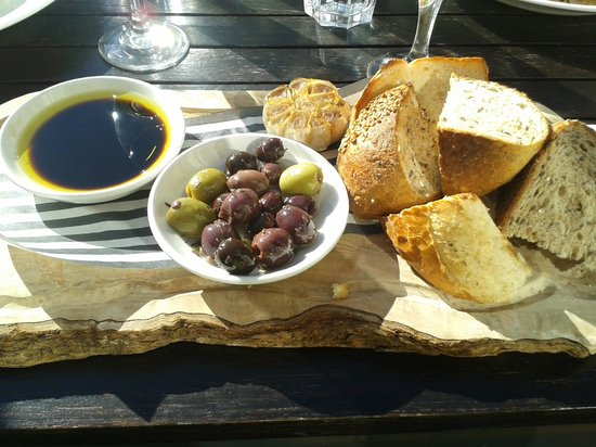 The White Swan: Artisan rustic breads, whole-roasted garlic & olives, £4.95